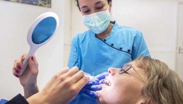 gebitsrenovatie-behandeling-natuurlijke-tandarts-blokzijl-foto-schone-tanden-controle-mondhygiene